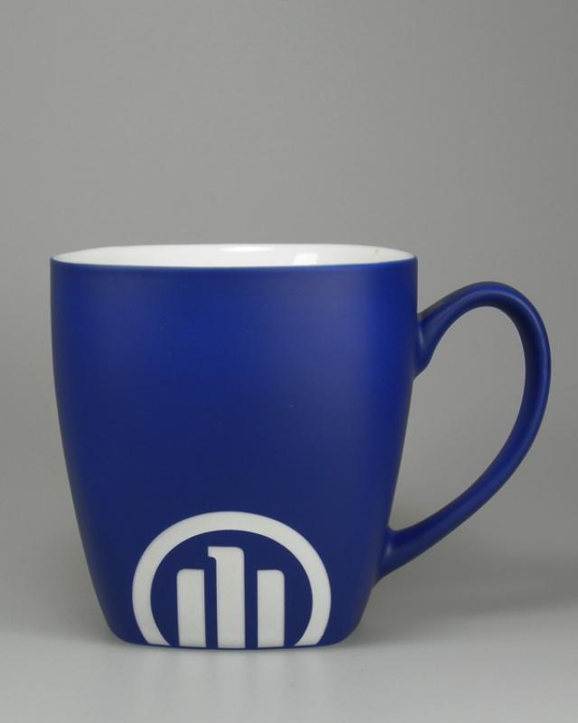 Hydrolack Blau matt Farbspritzung mit Logodruck und Logogravur
