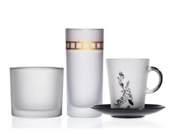 Glas mittels Hydrolack satiniert Frozeneffekt danach Logodruck