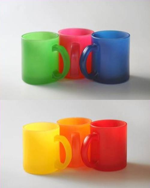 Glasbecher farbig satiniert