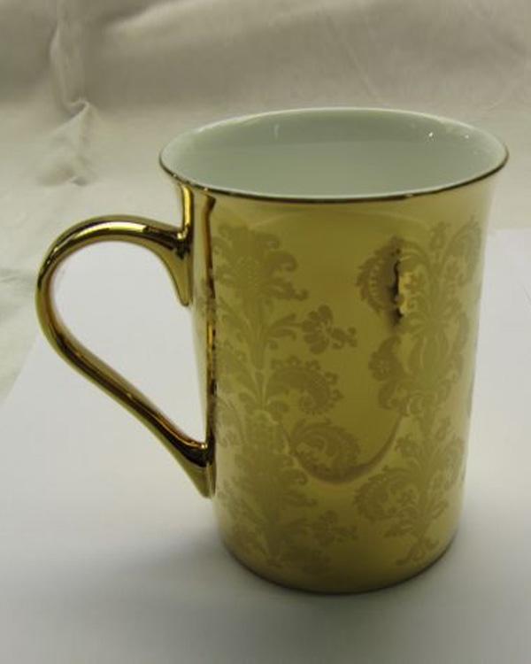 Porzellantasse mit Motivdruck und nachfolgender Edelmetallbedampfung Gold