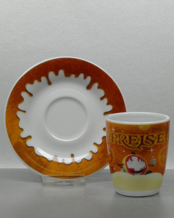 Farbmotiv CMYK mit Sonderfarben auf Espressotasse mit Unterteller
