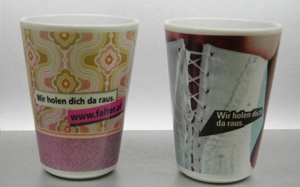Umlaufdekor henkelloser Becher FALTER Verlag 2