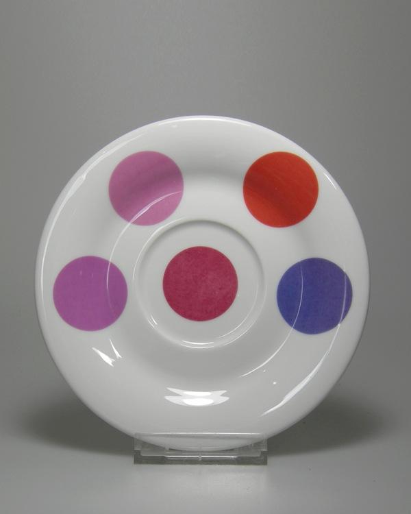 Problemfarbe Pink als Brennprobe auf Teller