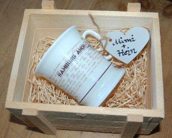 Geschenkidee Kaffeepott Umlaufmotiv mit Handmallinie