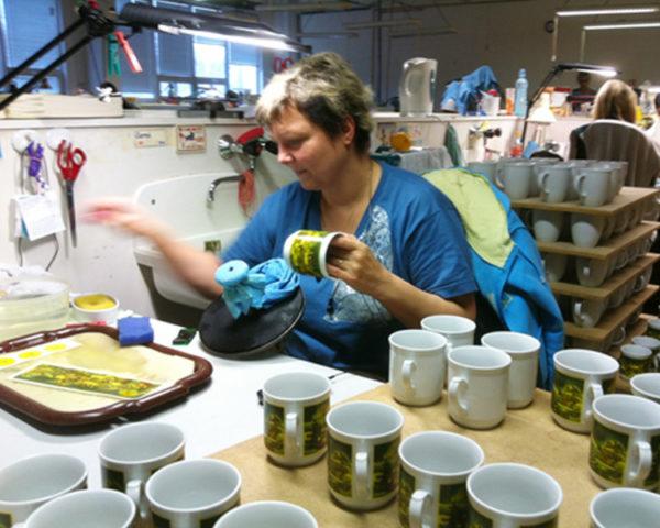 Arbeitsplatz Handdekoration drucken von keramischen Schiebeildern
