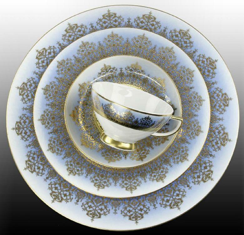 Edelmetall Gold mit Farbunterlegung auf Porzellan