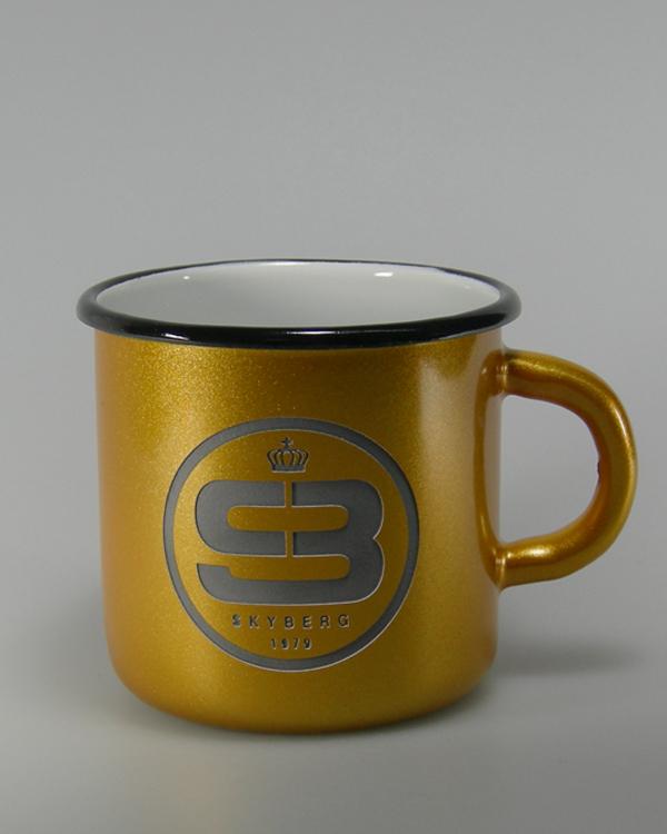 Goldmetallic Farbspritzung Hydrolack mit Logogravur