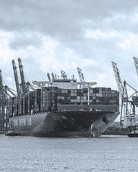 Container aus unseen Projekten per Schiff