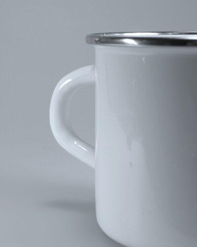 Emaillebecher KK runder Henkel ohne Loch Chromrand