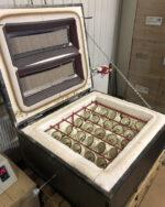 Produktion Brennofen1 geöffnet Emaillebecher